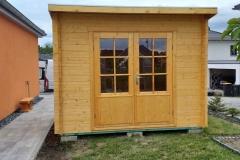 Gartenhaus aus Holz mit Flachdach